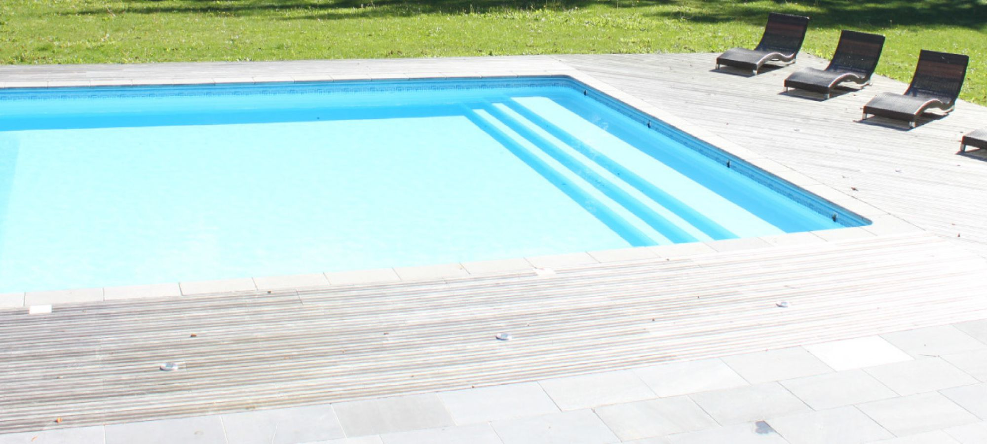 Une piscine dans votre jardin comment la choisir en for Budget piscine